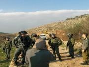 الاحتلال يخطر بوقف البناء في منزلين جنوب الخليل